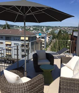 Room in attic floor apartment with beautiful view - Zürich - Apartment