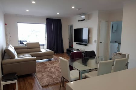 Modern 2Bed Apartment - 5km from CBD - Woolloongabba - Apartmen