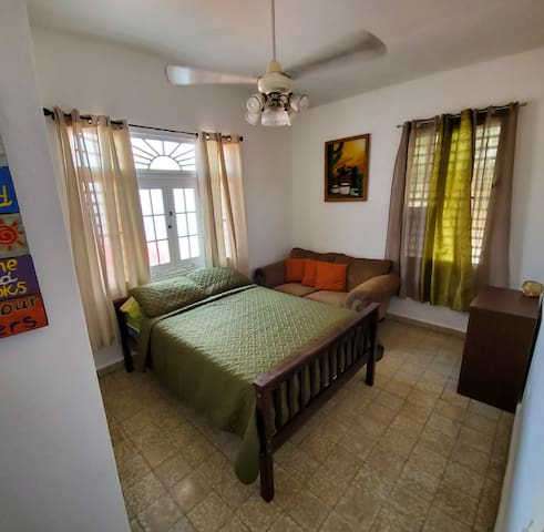Private, full bed room next to Ocean Park beach