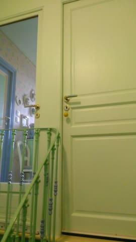 Pallier 2ème étage avec porte fermant à clef