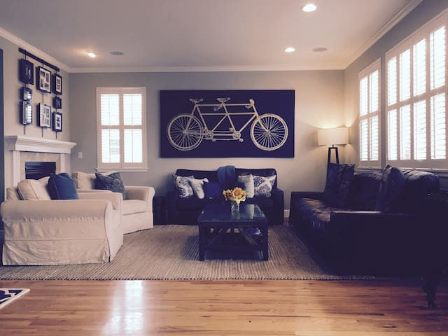 Beautiful Wash Park/DU House that Sleeps 12! - Denver