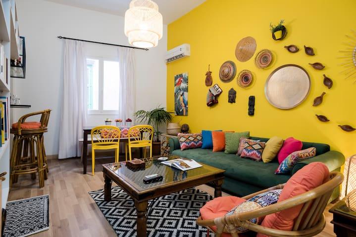 ★ 3-Bedroom Bohemian Library Apt in Gemmayze