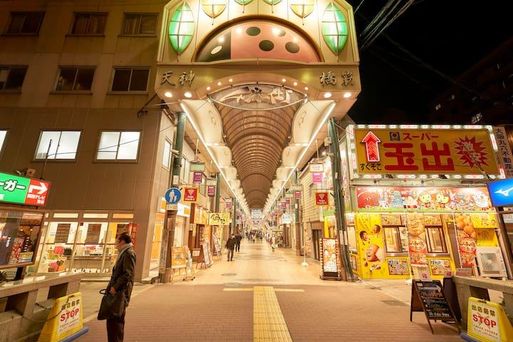 ☆なんばまで電車1本☆日本一長い「天神橋筋商店街」すぐ近く!☆DXファミリースイート 2F, 3FC