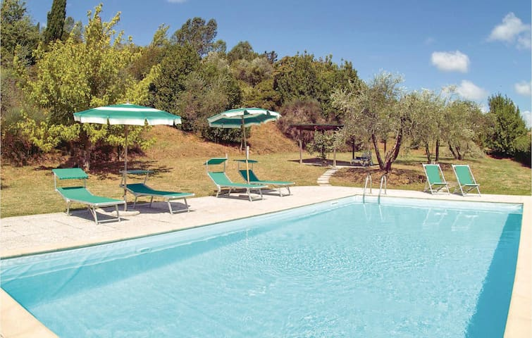 Holiday apartment with 2 bedrooms on 80 m² in Montaione FI