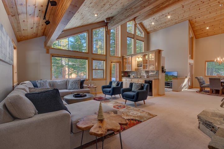 NEW LISTING - Matterhorn - Luxury Tahoe Donner 4 BR with Hot Tub