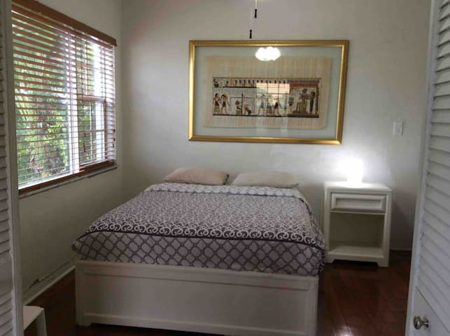 Charming Miami Springs home near airport and malls