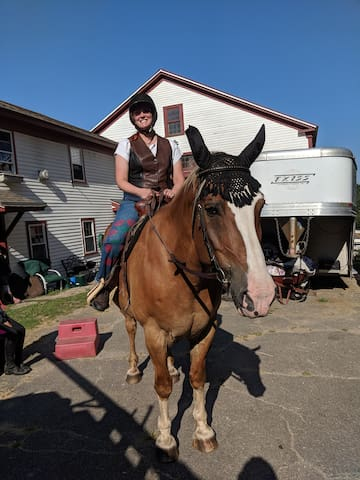 You don't have to come here to ride a horse, but lots of people do!  Graham Cracker & Colleen leave for a nature trail ride.  To the left is entrance to equipment room and a private entrance to the bunkhouse.  Park you car here and walk to bunkhouse.