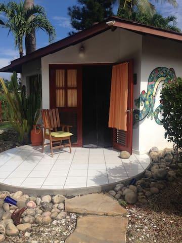 Casa Mango–HomeAwayFromHome-Bunglow