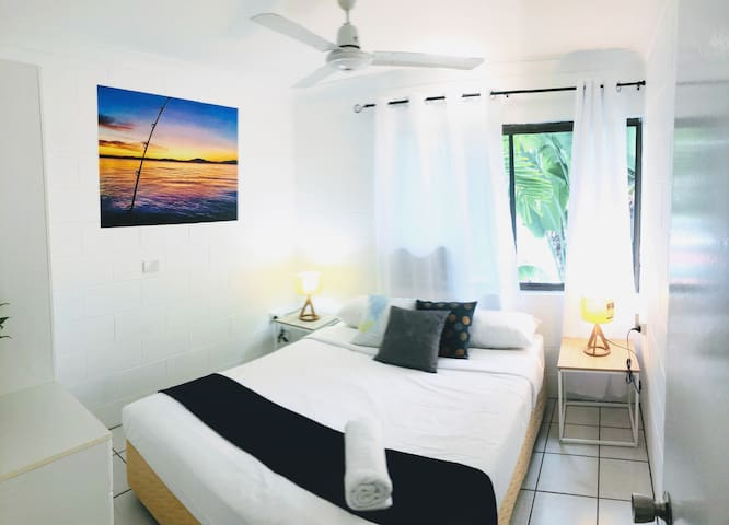 Bright and Spacious Stay in Tropical Cairns City
