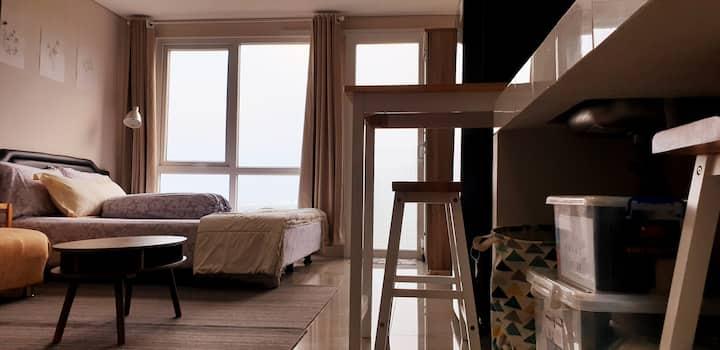 Bright Spacious Homey Bintaro Apt Breeze - Studio