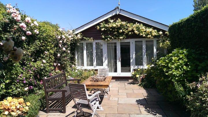 Charming Courtyard Studio in picturesque Bosham