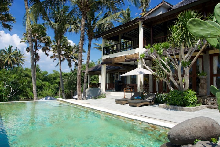 🌴Unwind at Peaceful Ocean and River View Villa 🌴