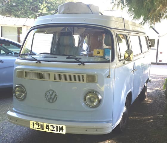 Nell the classic 1973 VW campervan - Goonhavern