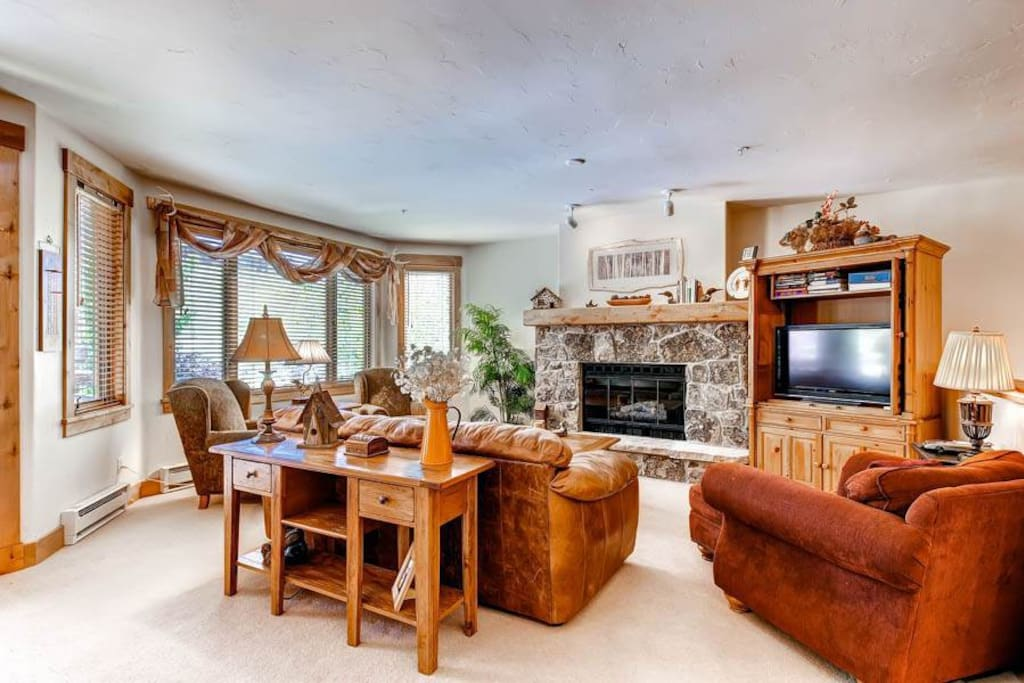 Couch,Furniture,Entertainment Center,Dining Table,Table