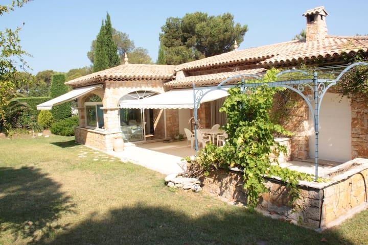 Jolie villa au Dramont avec grand jardin - Saint-Raphaël - Casa