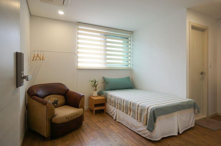 [신규오픈] 1인실-전용화장실, 에어컨 - Suwon - Bed & Breakfast