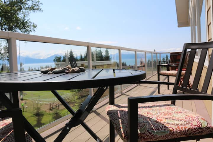 Amazing Home in town to rest, relax, & enjoy view!