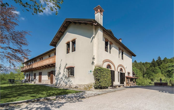 Semi-Detached with 5 bedrooms on 200m² in Belluno BL