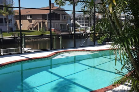 Waterfront 3 bedroom pool home - New Port Richey