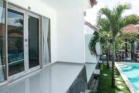 Cheap room in Stunning villa in Canggu - Villa