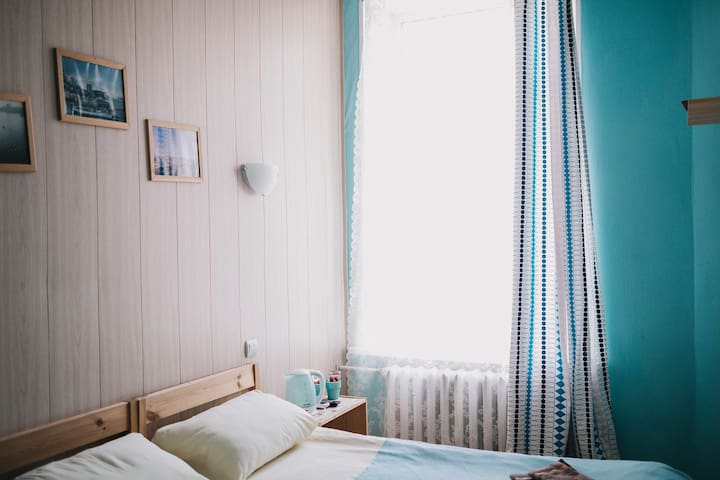 Комната  в мини-отеле в центре города.