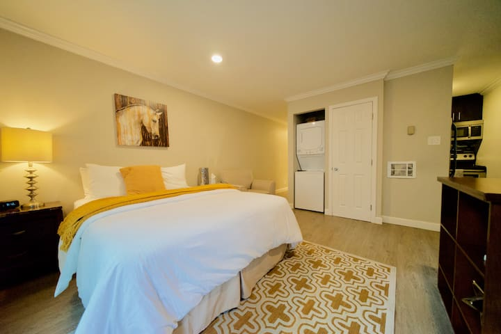 Studio Downtown Burlingame Caltrain Best Location