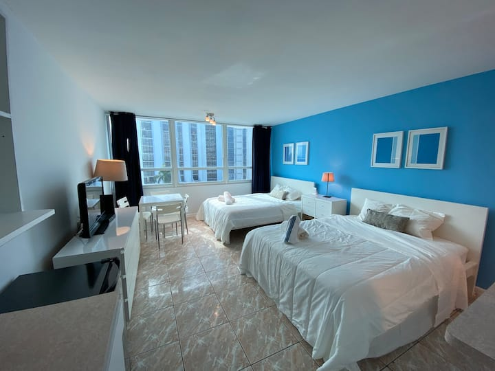 ★★★★★ Oceanfront Water View New Condo free Parking