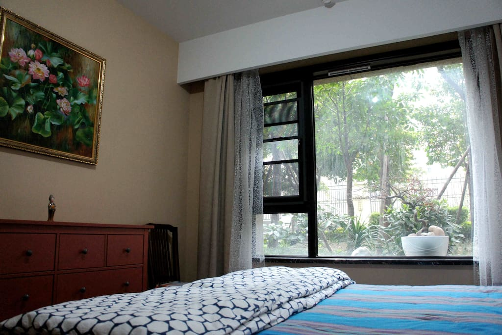 安静干净的大床独立房 Private Room with King size bed