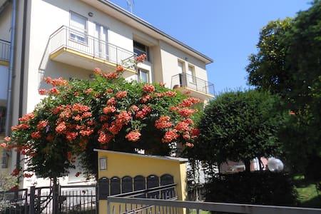 Rimini large apartment  6 min.waking from  beach - Rimini - Apartment