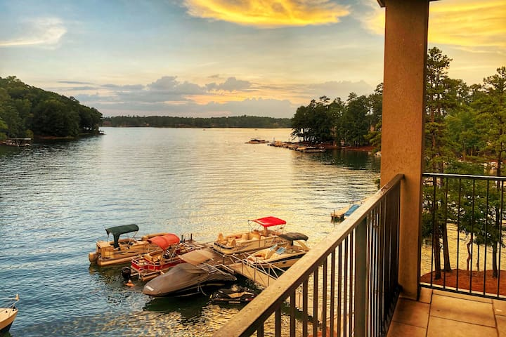Lake Martin Luxury Condo w/Boat Slip Near Auburn