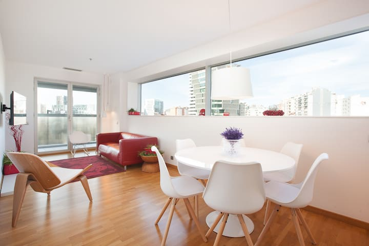 BCN Fira 2 luxury flat. Confort. HUTB (Phone number hidden by Airbnb)