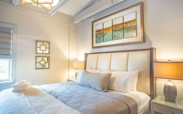 Flexible Deposit/Refund Policies: Luxury Loft in the Historic District