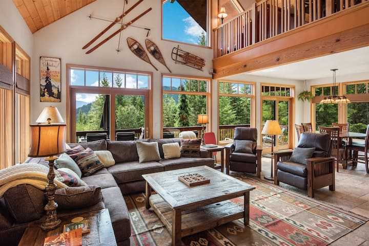 Larchwood Retreat - Family home on 20 Private acres, 3 miles to Garfield Bay.