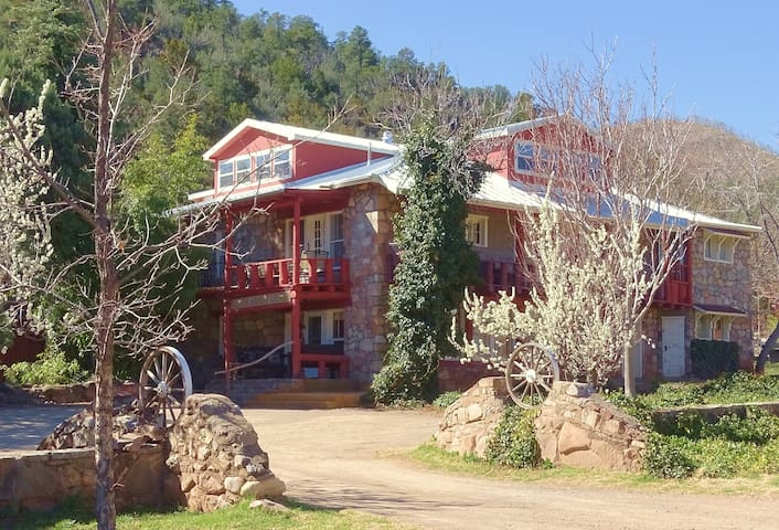 The Black Range Lodge Bed & Breakfast