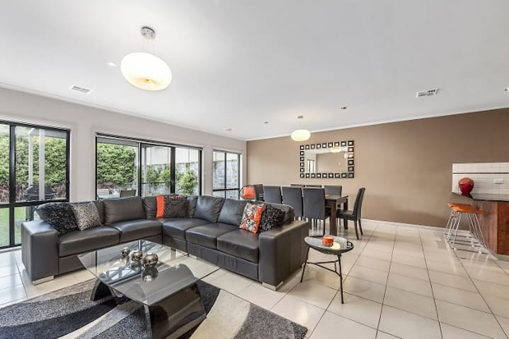 Mg Delux - 4 Bedrooms - Mount Gambier