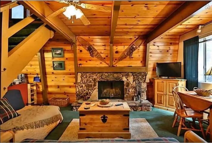 Bear Mountain Hideaway, Cabin w Spa