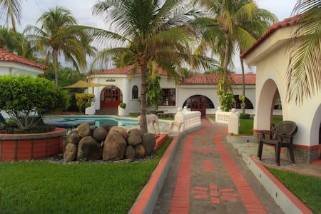 Prívate Beach Mansion, Oceanfront - Playa San Blas - Huis
