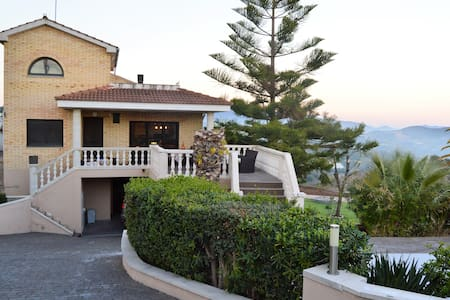 FANTASTIC VILLA in the mountain, near the beach - Arenys de Munt - Villa