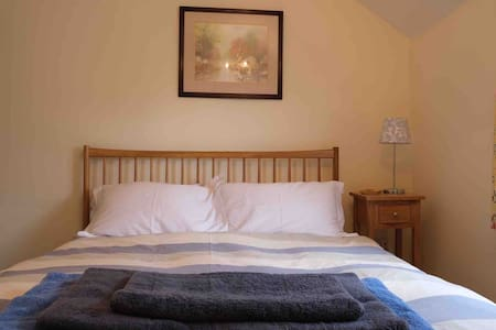 Private 2 bed cottage in the heart of North Bucks