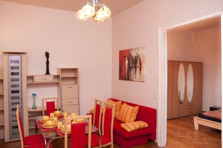 PR6: 2-Zimmer-Apartment mit Marmorbad