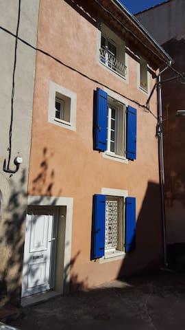 MAISON de VILLAGE proche de toutes commodités - Solliès-Toucas - บ้าน