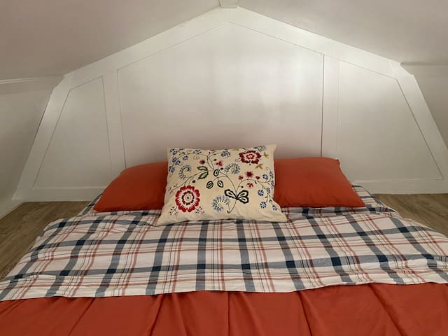 queen bed in the loft with clean linens always provided!