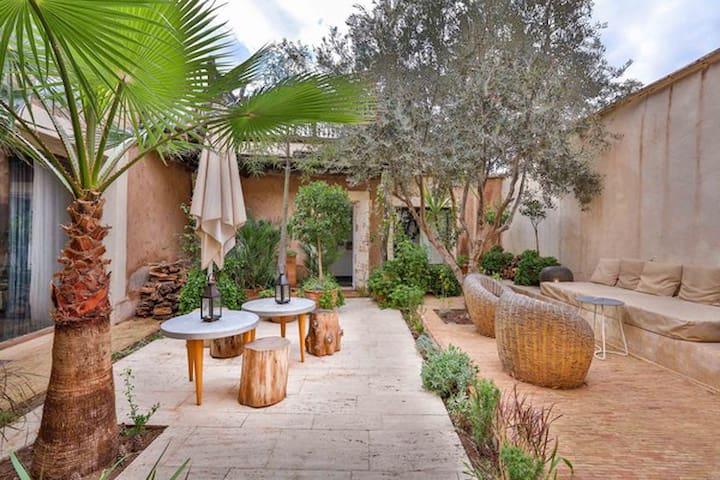 Super maison d'architecte dans village berbère