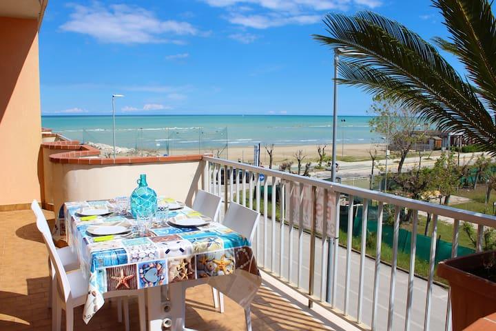 Cycas Beach casa vacanze ampio terrazzo vista mare