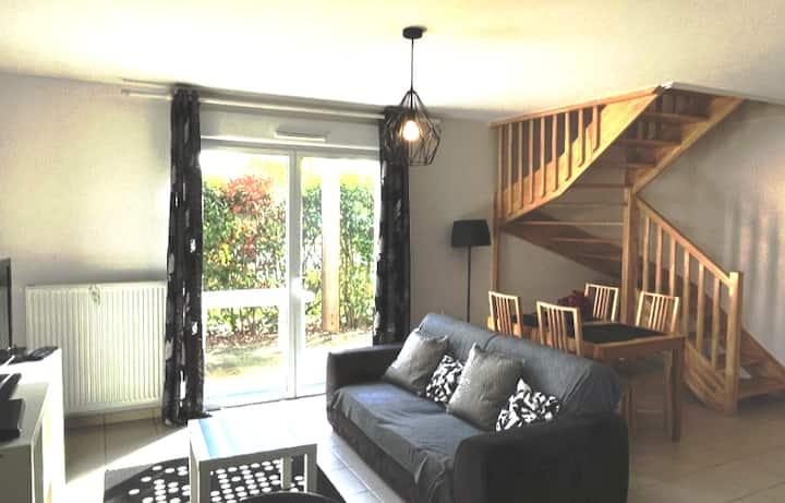 Spacious and bright garden floor apartment
