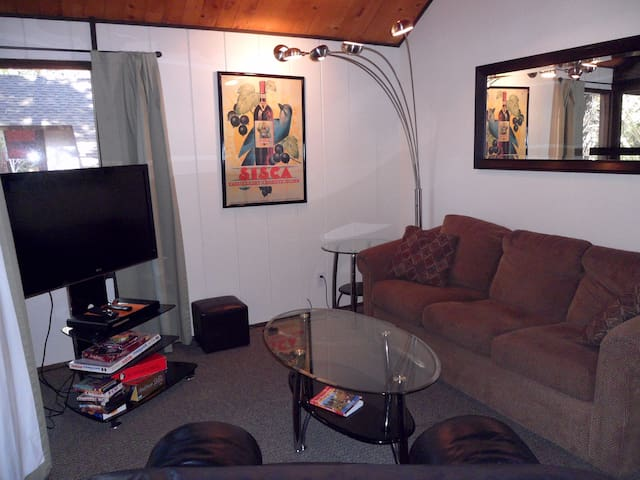 Ski In/Ski Out to Snow Summit 3 BR/2 BA Townhouse