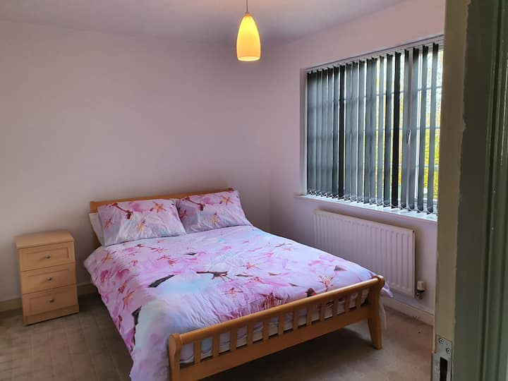 Rooms in a Stunning House -quiet area of Bicester
