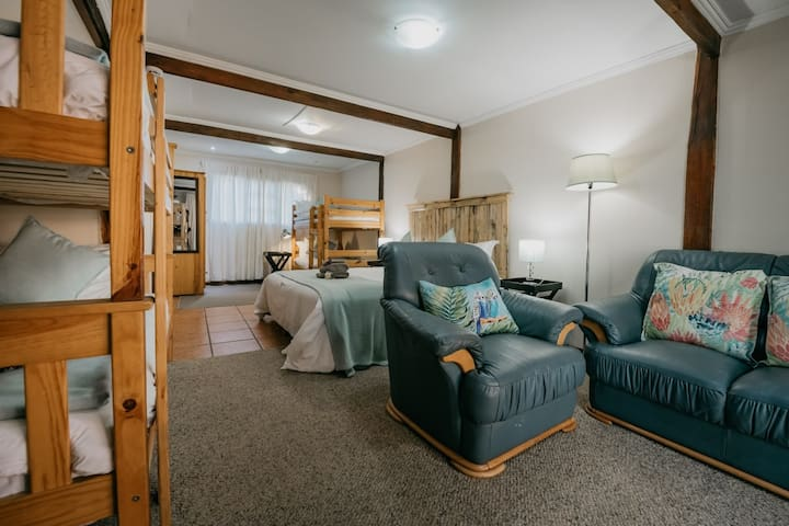 Otter Family Room - Accommodates 6 people