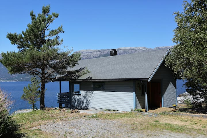 Large and cozy cabin by the Hardangerfjord
