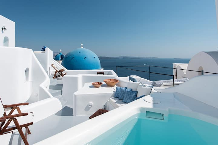 Melitini Suite with Outdoor Plunge Pool-Oia Spirit